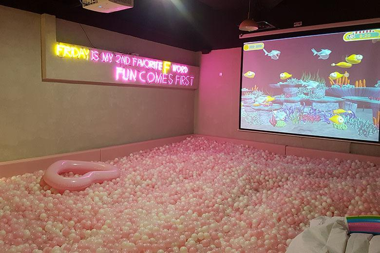 Life Size Jenga >> This Is Msia's First Interactive Party Room With Life-Size ...